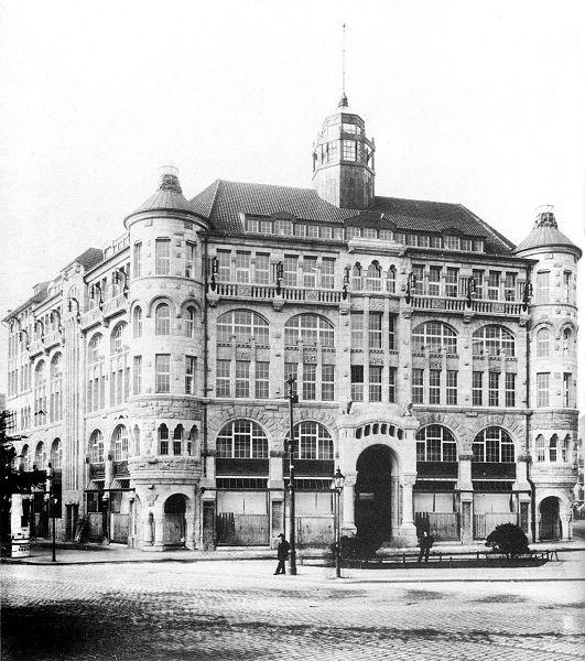 Warenhaus Jandorf in Kottbusser Damm corner Graefestrasse in 1906, destroyed during WW2 and replaced by a supermarket.