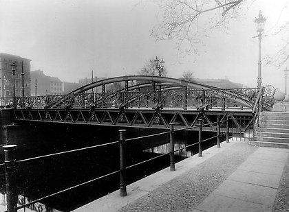 OLD WASSERTORBRÜCKE between Elisabethufer to Luisenufer in Gitschinerstrasse (photo: Hermann Rückwardt, 1896)