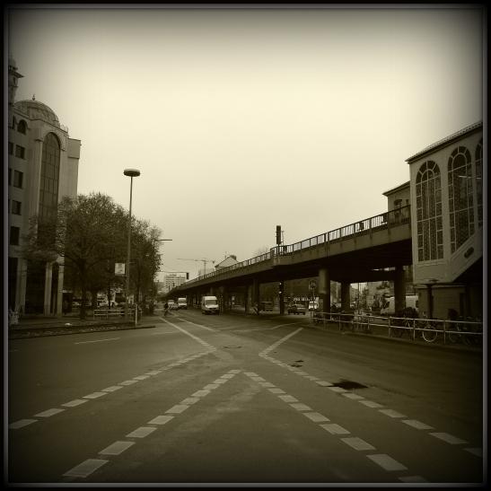 Intersection Skalitzer and Oranienstrasse next to U1 Görlitzer Bahnhof