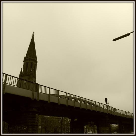 U1 passing Lausitzer Platz with Emmauskirche behind the viaduct