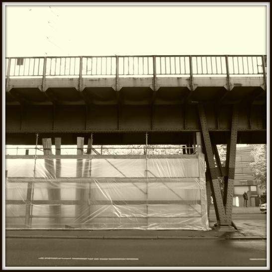 Reparation works under the viaduct in Gitschiner Strasse