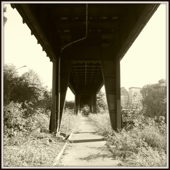 The steel viaduct at Hallesches Ufer in all its rough but perfectly symmetrical beauty