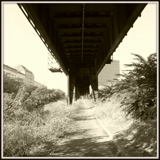A neglected and therefore even more beautiful passage under the viaduct along Hallesches Ufer