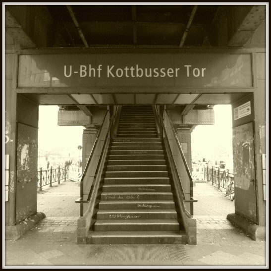 One of the overground entrances to the station (here in the direction Gitschiner Strasse)