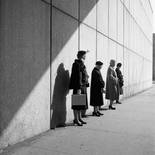 vivian maier women waiting for a bus
