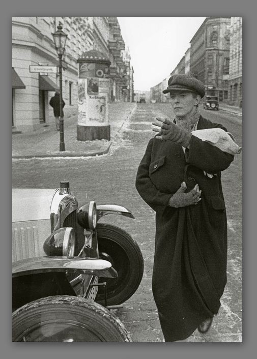 David Bowie in Willibald-Alexis-Strasse (photo by Wolgang Krolow)
