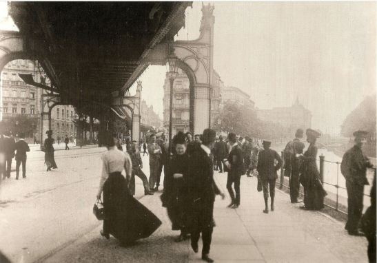Around 1903: The original U1 viaduct in Gitschiner Strasse - to the left the no longer existing Sedan Ufer