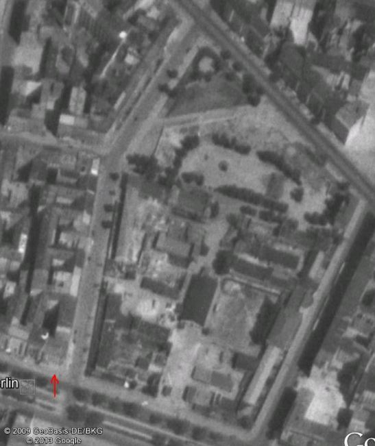 Schleiermacherstrasse in 1953 - the remains of the house at No. 19 standing  - the barracks partly as well (image Google Earth)