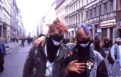 Punks in Oranienstrasse (photo: seven_resist through blogrebellen blog)