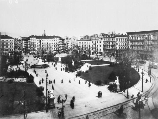 Belle-Alliance-Platz around 1900: Der Friede statute in the bottom right corner