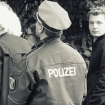 Everbody´s Welcome - even the Arm of Law & Order (who by the way did a great job making sure that people don´t walk right under the trucks and lorries speeding past them in Tempelhofer Ufer) was very much participating in the event