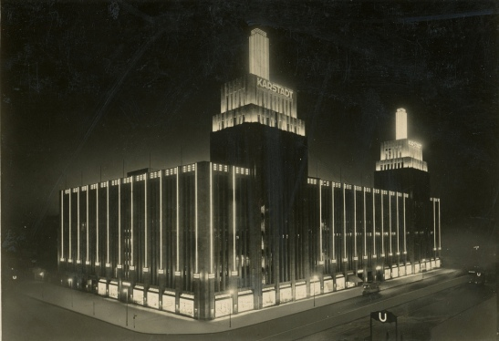 Karstadt at night in the 1930s