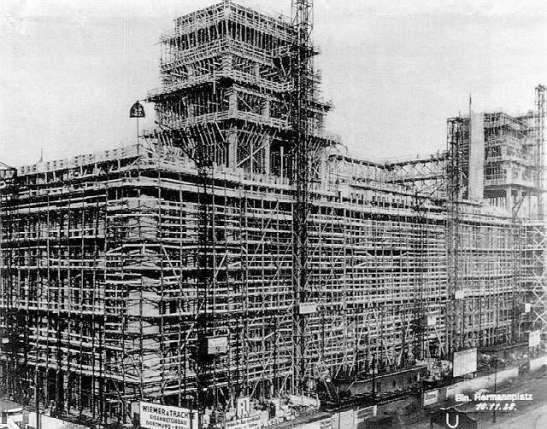 Karstadt under construction in 1928