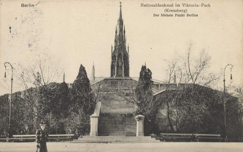 Viktoriapark and the National Memorial in 1910 with two electric lamps flanking its front.