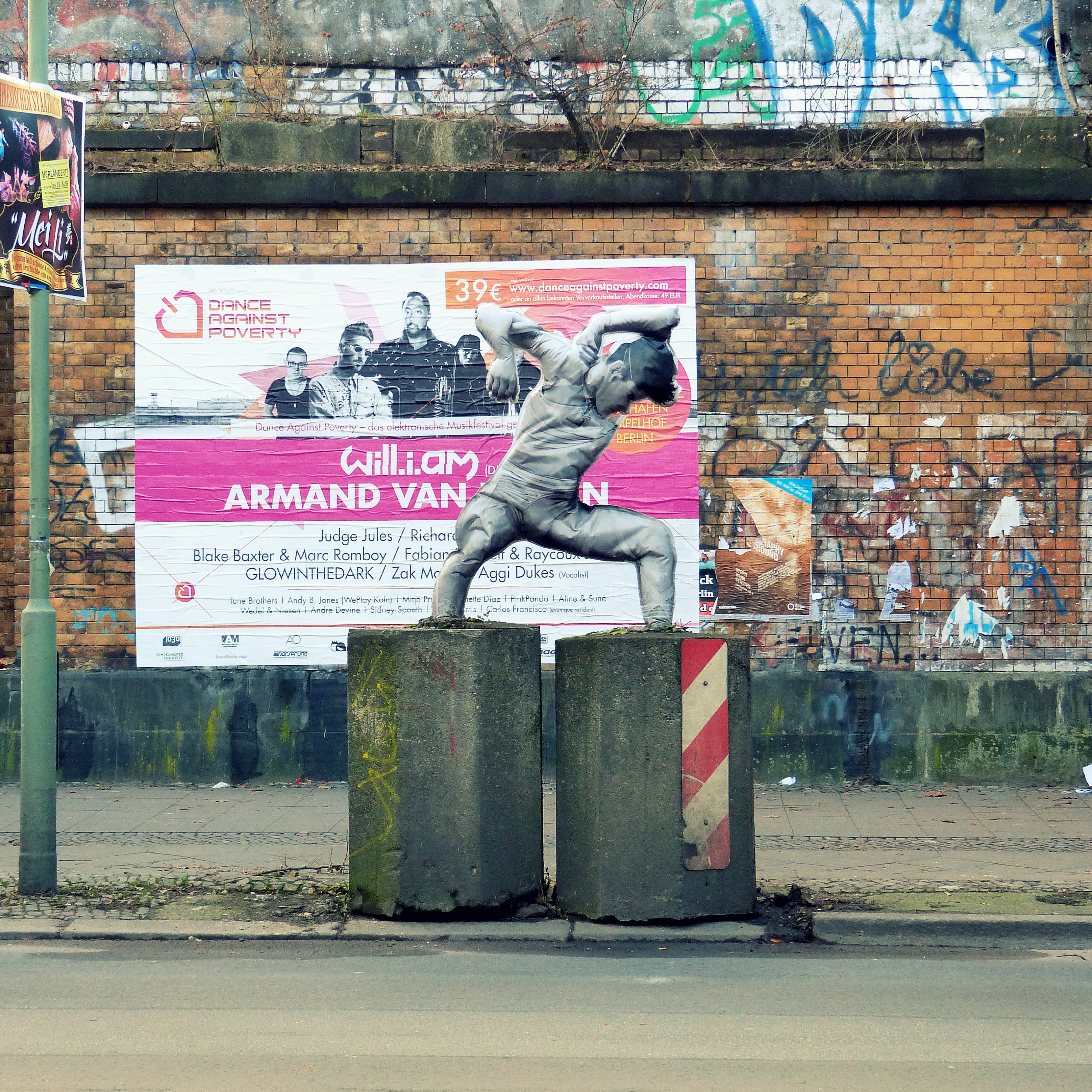 spotted in passing cest n est pas une affiche kreuzberged berlin companion. Black Bedroom Furniture Sets. Home Design Ideas