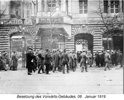 The Spartacists on their way into Vorwärts building in Lindenstrasse, January 1919.