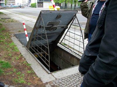 Entrance to the ghost station Oranienplatz (photo: http://berlin.bahninfo.de)