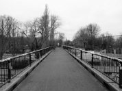 The view down the bridge towards Görlitzer Park (old Görlitzer Bahnhof): the engine shed in Rückwartd´s photo was hit by a bomb during the air-raids and its remains removed soon after the war.