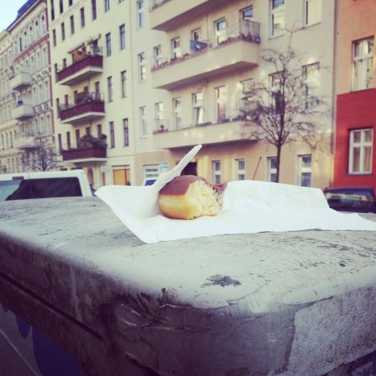 People are ready to share again (Heimstrasse, Kreuzberg)