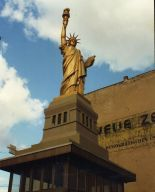 A replica of The Statue of Liberty at Checkpoint Charlie in Berlin in 1996 (photo: Robert Schediwy).