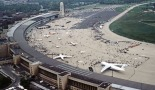 Busy Tempelhofer Airport in 1984 (photo: SGT Jose Lopez Jr., US Air Force. Public Domain, 11.5.1984)