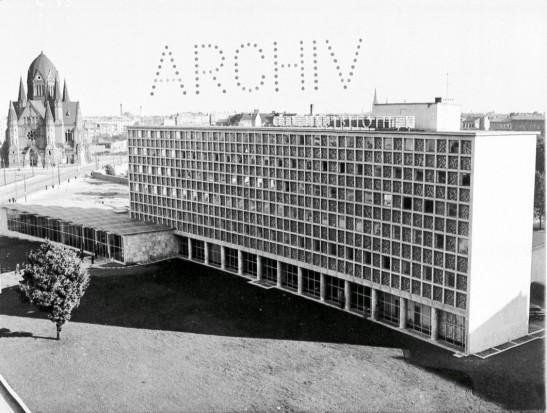 The newly opened Amerika Gedenkbibliothek in 1954 (image through bildindex)