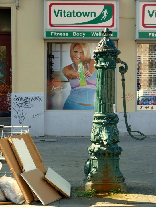 """Original """"Lauchhammer"""" (name of the iron foundry where that beauty was made) rose-handle pump in Baruther Strasse in Kreuzberg (image: notmsparker)"""