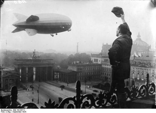 Berlin; Zeppelin-Luftschiff Z.R. III