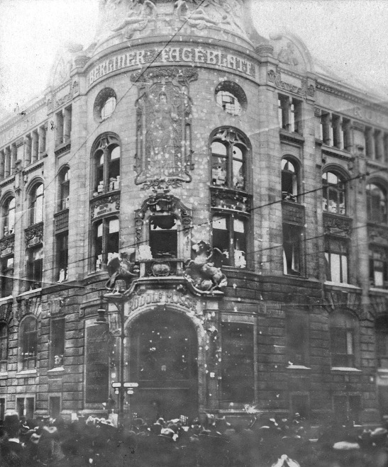 Mossehaus by Wolffenstein and Kremer in 1919 during the unrests that came to be known as the Spartakists´Uprising.