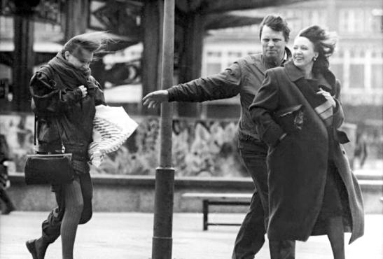 Pedestrians in the Wind, Alexanderplatz in 1990 (image by Ralph Hirschenberger, Bundesarchiv)