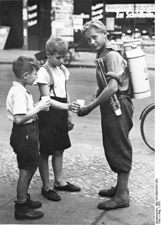 (image through Bundesarchiv)
