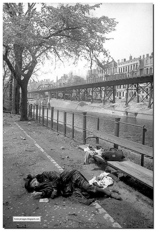 german-women-killed-herself-berlin-april-may-1945 (1)