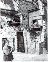 A make-shift in the ruins of Saarlandstrasse (Stresemannstrasse today) in 1945/1946.