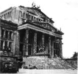 Schauspielhaus am Gendarmentmarkt in 1945 (through http://blog.max-fun.de/)