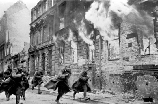 The Red Army soldiers a´running down a street in Berlin (image through the Russian State Archive).