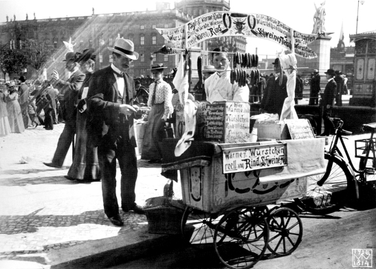 Berlin, Mitte - Sausage sales cart before the Stadtschloss (city palace), 1906 max missmann