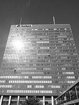 Image: The post bank building - Post Tower - at Hallesches Ufer 40-60 in Berli-Kreuzberg (image © notmsparker).