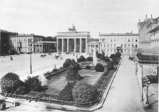 The Liebermann Palace in Pariser Platz 7 in 1892. The house did not make it past WW2 and the mid-1990s was replaced by a new building for which it was a direct inspiration.