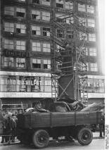 Image: Berolina being removed from her plinth on August 26th, 1942 (image by Hoffmann, Bundesarchiv)