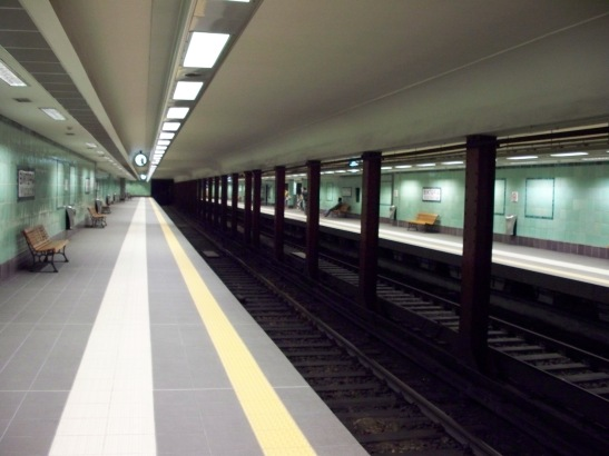 The interior of the underground station in Athens (image by dimboukas)