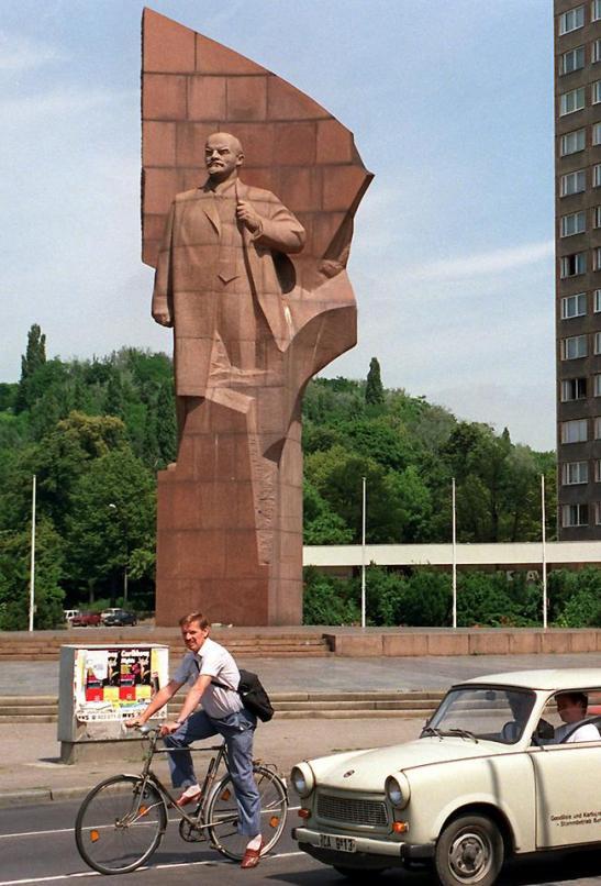 Lenin at Leninplatz in east Berlin, 1980s.
