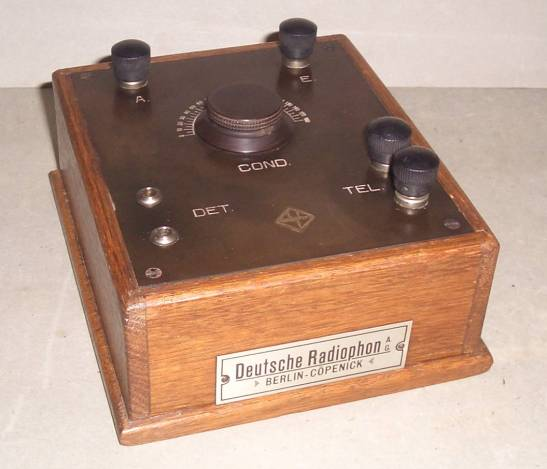 One of the first radio receivers: a Deutsche Radiophon AG set made by Haas & Schmidt Company in Berlin-Köpenick.
