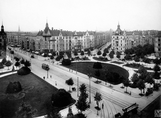 Savignyplatz in Berlin-Charlottenburg in 1902, captured by Max Missmann.