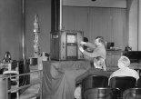 The first official Fernsehstelle, public viewing spot, at the Berliner Reichspostmuseum (Museum of Communication today) captured on 10.04.1935 by Willy Römer (Bildarchiv Preußischer Kulturbesitz Kunstbibliothek, SMB, Photothek) .