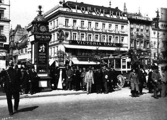 c.An_der_Kreuzung udl studio zander und labitsch round 1910