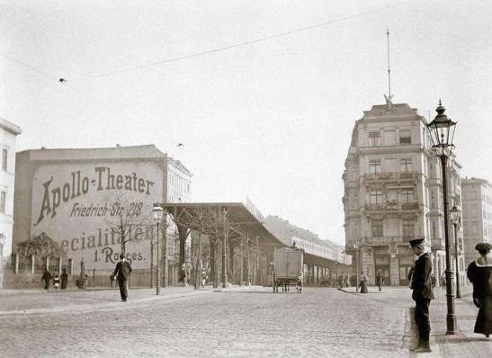 First Hochbahn (elevated railway) line - today´s U1 - under construction in 1900/1901 in Gitschiner Strasse corner Sedan Ufer. (photographer unknown)