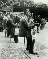 newspaper seller at bhf f-strasse 1920s