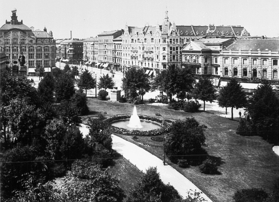Alexanderplatz in 1906: on the left, Berolina and a small section of the Tietz Warenhaus front facade.