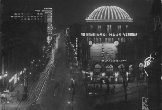 Haus Vaterland on the corner of today´s Stresemannstrasse, looking towards its southern end in 1932. The neon signs on the facade of the Europahause on the left. (image through Bundesarchiv).