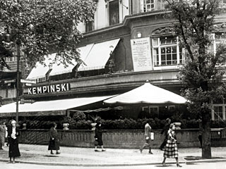 Kempinski Restaurant on Kudamm, opened in 1926 and became an immediate success. Half-servings were offered at half price.